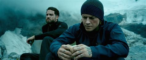 film rame di 2015 point break movie review film summary 2015 roger ebert
