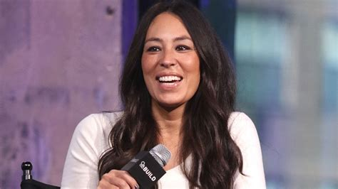 joanna gaines facebook joanna gaines returns to no 1 on top tv personalities