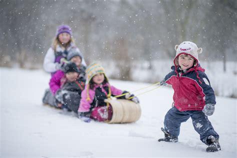 imagenes de niños jugando en invierno vamos a la nieve 191 qu 233 equipo necesitan los ni 241 os