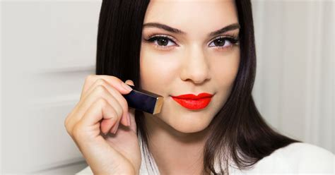 Exclusive Pensil Alis Maybeline lip looks fitness