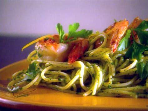 spaghetti with arugula pesto and seared jumbo shrimp