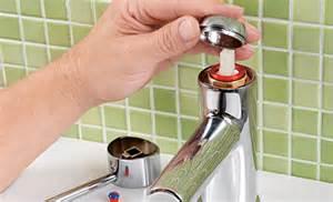 wasserhahn anschließen anleitung wasserhahn wechseln waschbecken mischbatterie k che