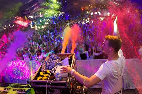 glow in the paint run paintglow uv paintparty de uitgaanssensatie nederland