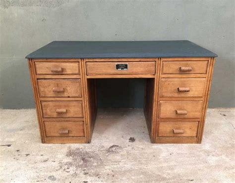 bureau ancien en bois les 25 meilleures id 233 es concernant bureau ancien sur