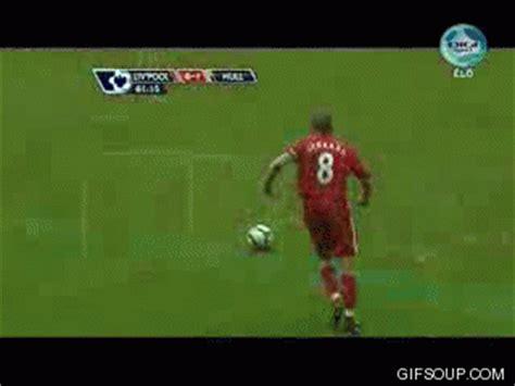 wallpaper bergerak sepak bola gambar animasi main bola bergerak kartun sepakbola lucu