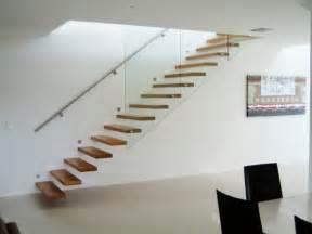 treppe im wohnzimmer freitragende treppe coole ideen archzine net