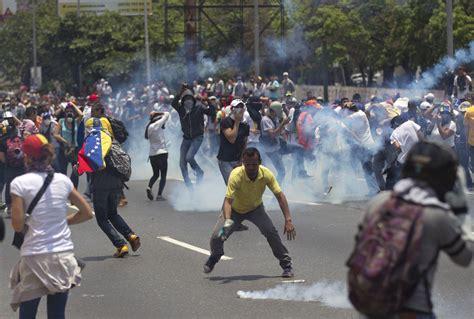 imagenes de protestas en venezuela hoy protestas en venezuela dejan dos muertos y cientos de