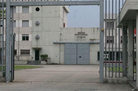 casa circondariale di asti nel carcere di asti scoperto telefono dentro bombola