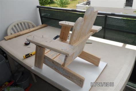chaise en palette premi 232 re chaise enfant en palette par builtdestroy sur l