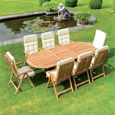 mobili per giardino in legno come arredare un giardino con arredo in legno