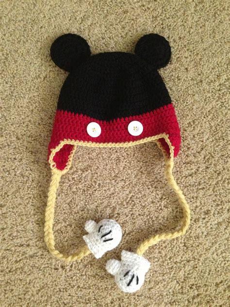 crochet mickey mouse hat   mitten detail
