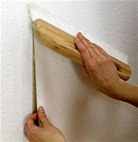 raufaser tapezieren anleitung streichen raufasertapete tipps