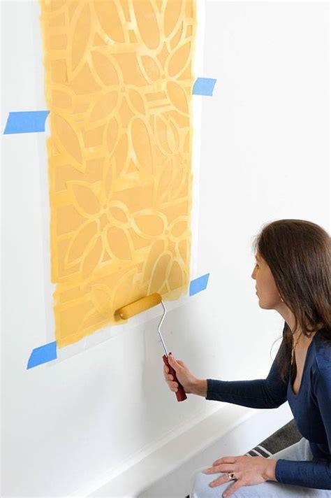 decorare una parete decorare le pareti tecnica stencil decoupage