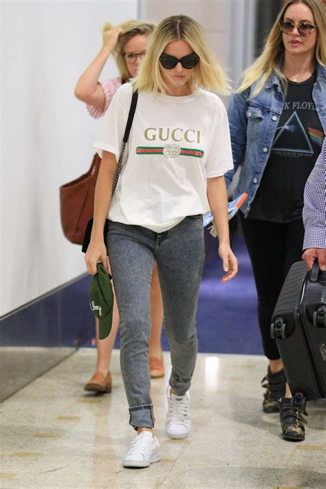 margot robbie in jeans margot robbie in jeans 07 gotceleb