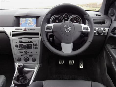 opel astra 2005 interior vauxhall astra sport hatch 2005 picture 20 of 27