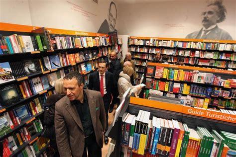 libreria feltrinelli verona feltrinelli apre a verona corriere veneto
