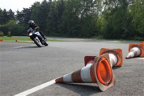 Motorrad Fahren Lernen Kurven by Mit Dem Motorrad Kurven Fahren Lernen Zwei Einfache 220 Bungen