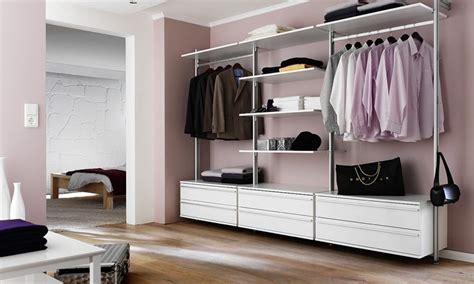 systeme begehbarer kleiderschrank eins f 252 r alles begehbarer kleiderschrank garderobe