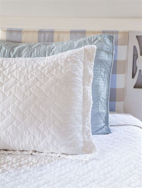 headboard cushion 25 best ideas about cushion headboard on pinterest