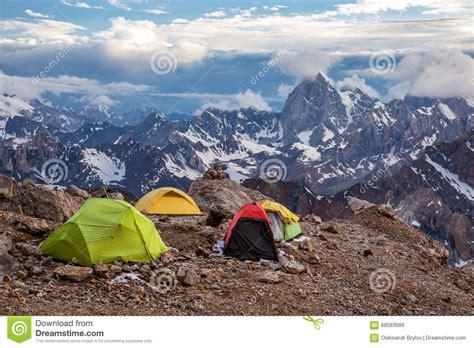 tende alta montagna vista delle tende e dell alta montagna di ceggio
