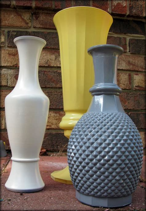 How To Spray Paint Glass Vases by 1000 Ideas About Spray Paint Vases On Spray