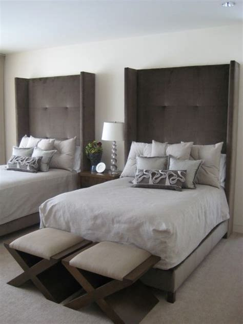small guest room with two twin beds pinteres guest bedroom two twin beds for the home pinterest