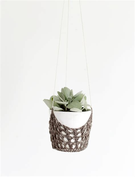 hanging planter diy crochet hanging planter the merrythought bloglovin