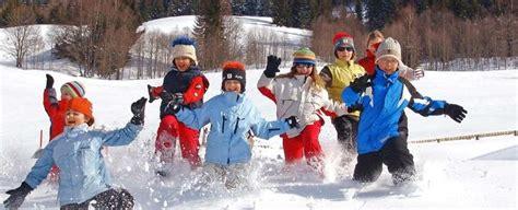 imagenes de niños jugando en invierno consejos para que los ni 241 os no pasen fr 237 o en la nieve