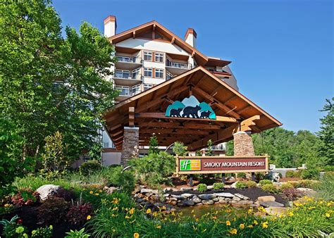 hotel in tennessee hotels in downtown gatlinburg are your gateway to the smokies
