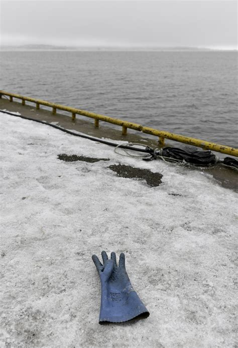 empties water from boat rupuranta net ice birds and boats 19 3 2016