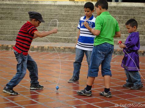 Imagenes De Niños Jugando Al Trompo | related keywords suggestions for jugando trompo