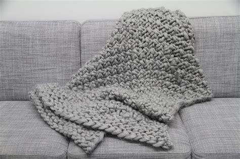 Decke Mit ärmeln Wolle by Kuscheldecke Stricken Decke Im Perlmuster Mit Wolle