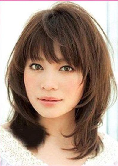 images of haircuts with bangs that cover the forehead best 25 medium hairstyles with bangs ideas on pinterest