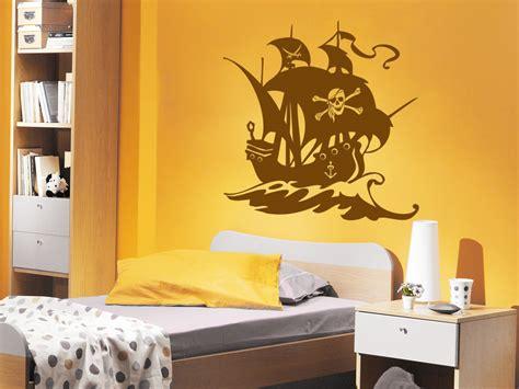 wandtattoo kinderzimmer junge piraten wandtattoo piraten schiff mit piratenflagge auf dem segel