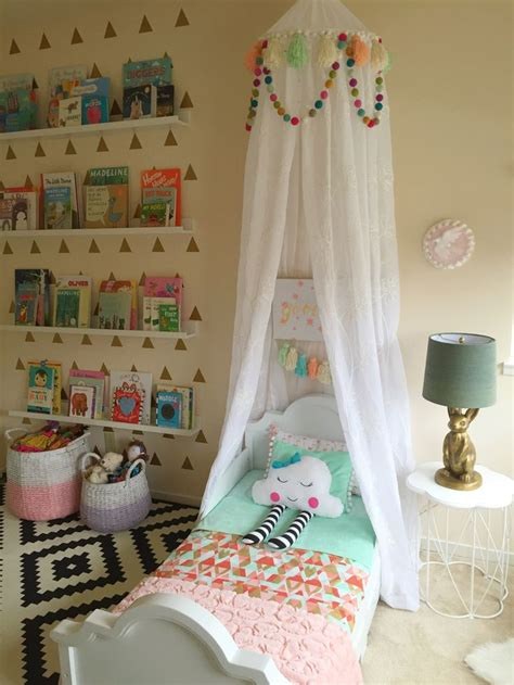bed setting ideas best 25 canopy ideas on bed canopy