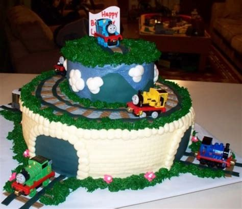 Professional Thomas and friends birthday cakes with trains pictures.PNG Hi Res 720p HD