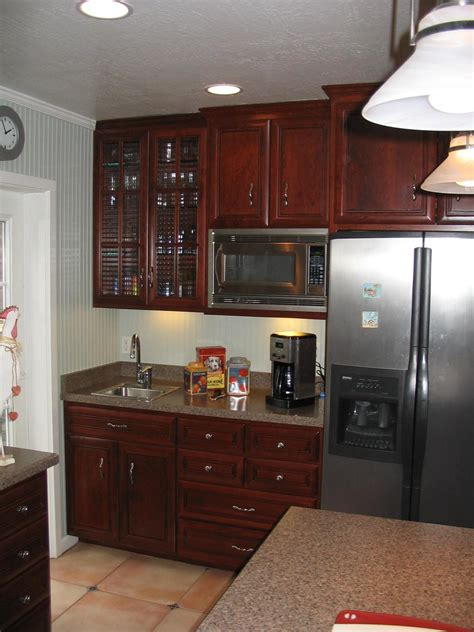 kitchen cabinet crown molding ideas crown molding for cabinets how to install a crown molding