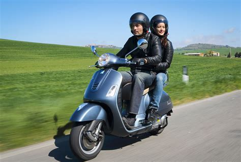 051414 2014 Vespa GTS300 Super ABS Action 07   Motorcycle.com