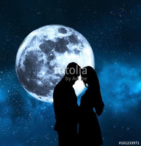 imagenes romanticas bajo la luna quot enamorados bajo la luna quot fotos de archivo e im 225 genes