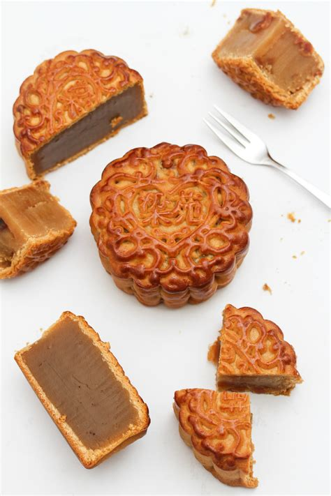 new year food mooncakes 12 mooncakes to try this mid autumn festival 2015