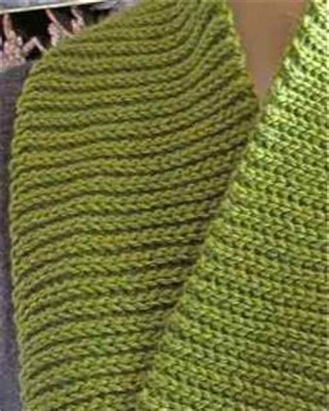 crochet stitch that looks like knit crochet and knitting on squares