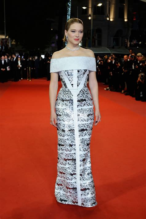 lea seydoux red carpet fashion awards lea seydoux burning red carpet in cannes