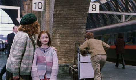 Kaos Harry Potter Harry Potter Platform 9 And 3 4 Graphics Lengan Panj 10 shocking things you probably never noticed in harry potter thought catalog