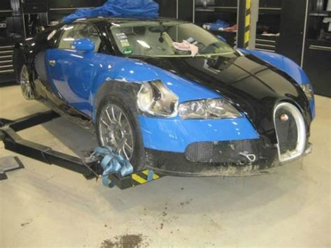 worst bugatti crashes wrecked bugatti veyron sells at auction for 277k