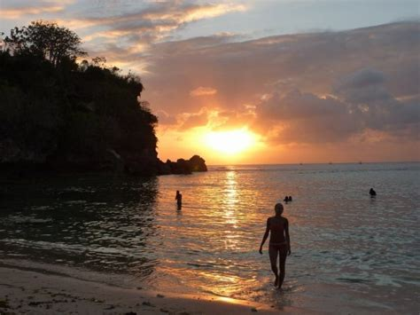 anna coming   sunset swim  padang padang beach