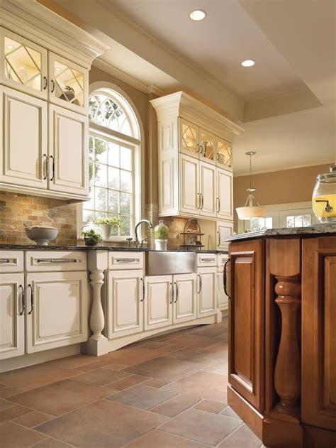 kitchen cabinets designs for small kitchens best 25 kraftmaid kitchen cabinets ideas on pinterest