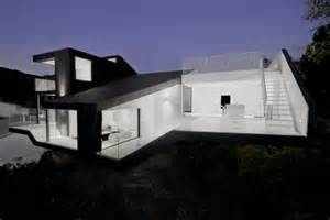 Black And White Home Minimalist Black And White House On The Hollywood Hills