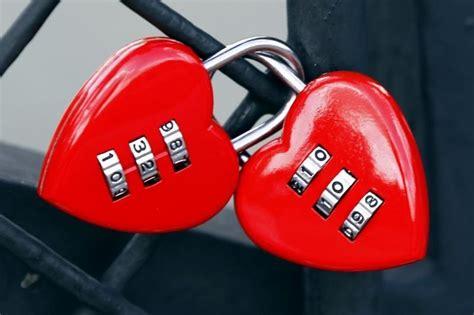 cadenas adopteunmec internet les flux de l amour culture next