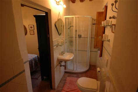 shared shower between two bathrooms tuscany italy farmhouse holiday accommodation le mura di sopra