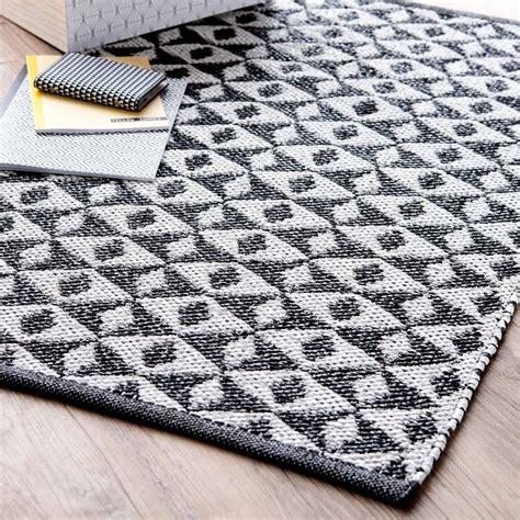 tappeti maison du monde tappeto in pvc nero bianco 50 x 80 cm ilario maisons du
